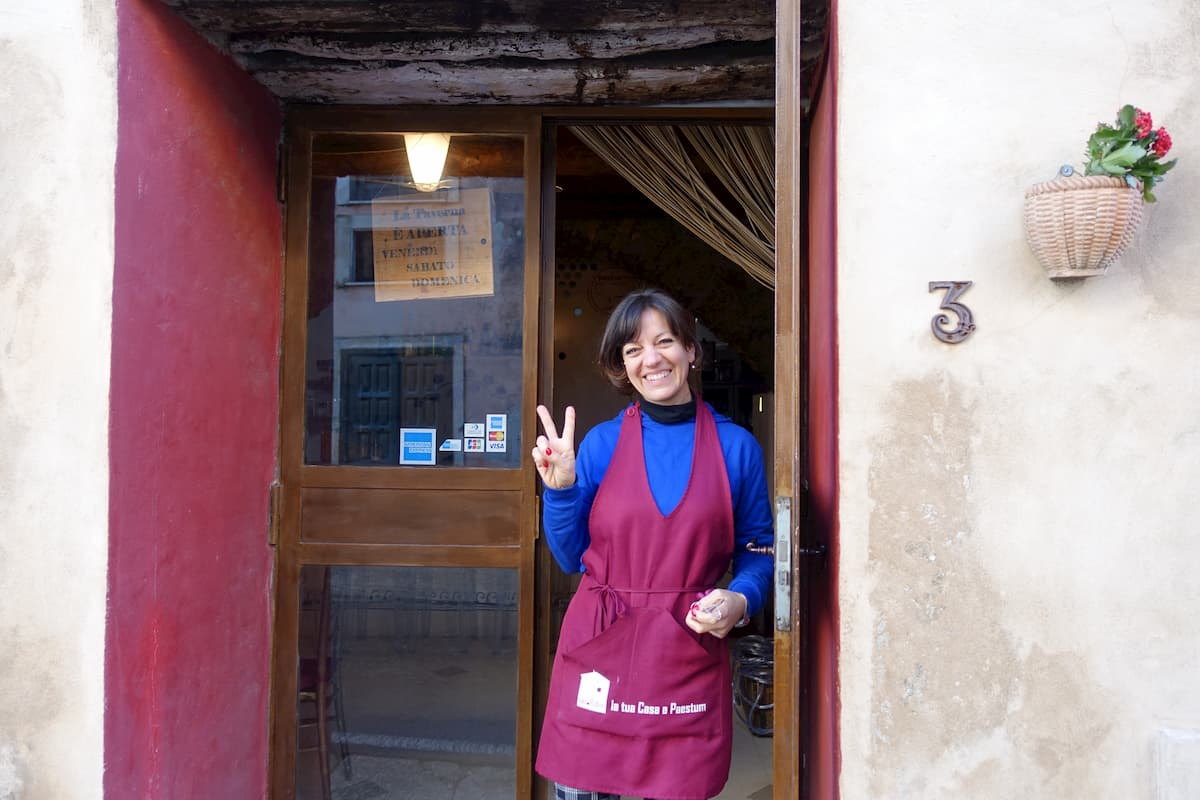 エノテカの斜め向かいには、昨年地域産業の調査で日本の大学の先生グループをご案内した宿が健在。若い建築家夫婦が祖父の家を改修して運営(B&B Casa Rubini)