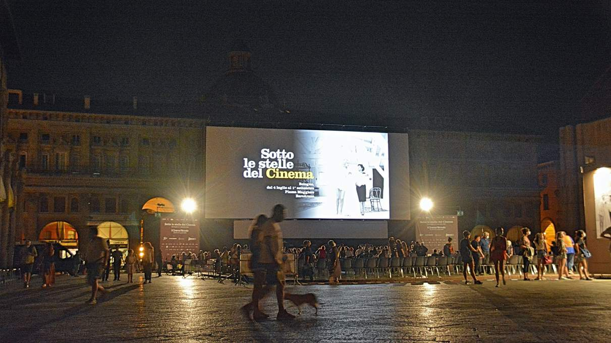 ボローニャ野外映画祭の夜の風景
