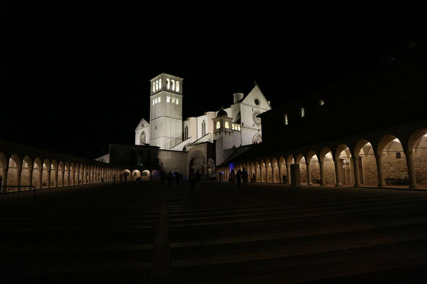 ライトアップされたサンフランチェスコ聖堂