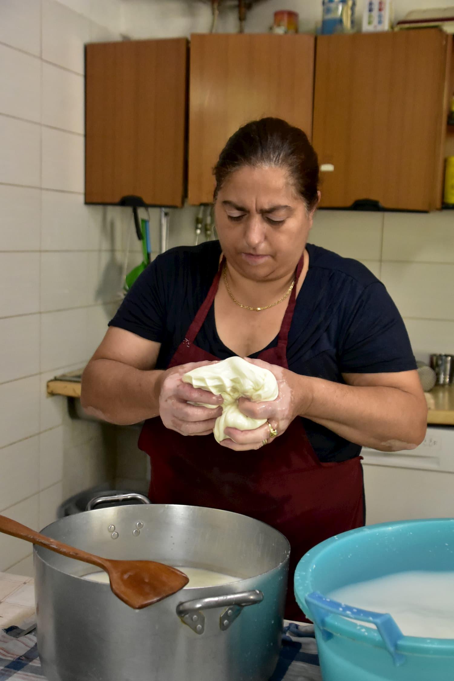 チーズづくりが女性の仕事という地域もある(カラーブリア州)
