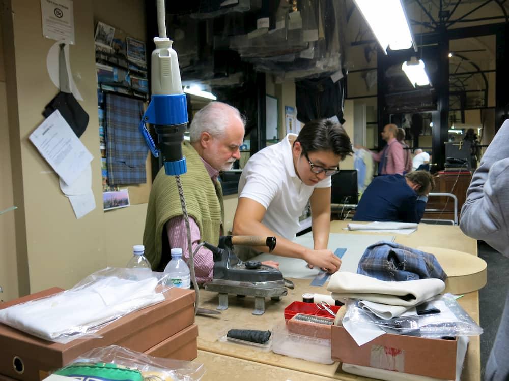 熟練のサルトから次世代へ受け継がれる「装い」文化の伝統(ミラノ)