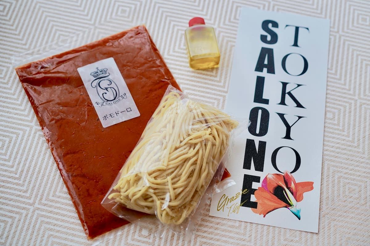 総料理長・樋口敬洋さんが創業当時からつくり続けている「サローネ伝統の究極のトマトソースパスタ」(2人分・\2160)は公式サイトから通販可能。1日20セット限定販売