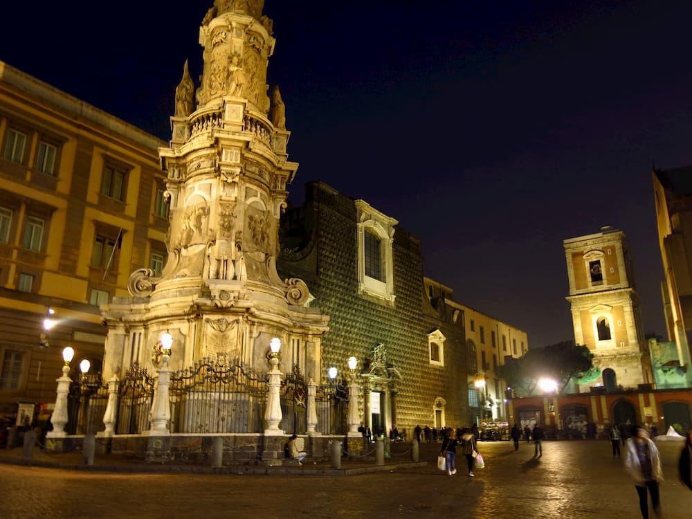ナポリっ子の待ち合わせによく使われるジェス広場