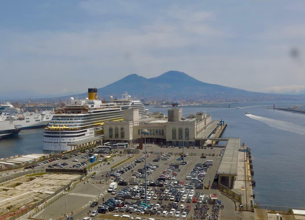 モーロ・べヴェレッロ港(ナポリ)