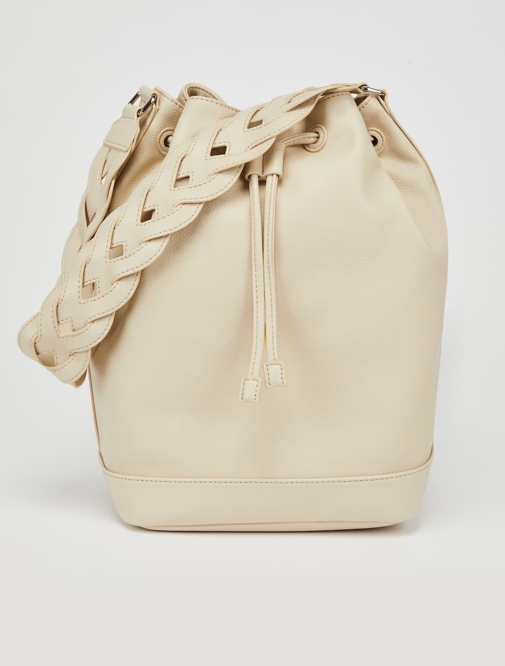 Bucket Bag  34,000円(税抜)/MAX&Co.(マックス アンド コー)
