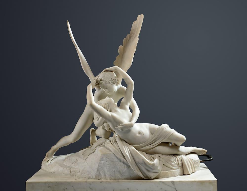 アントニオ・カノーヴァ作「エロースとプシュケ(エロスの接吻で目覚めるプシュケ)」(1793年作、ルーヴル美術館所蔵)