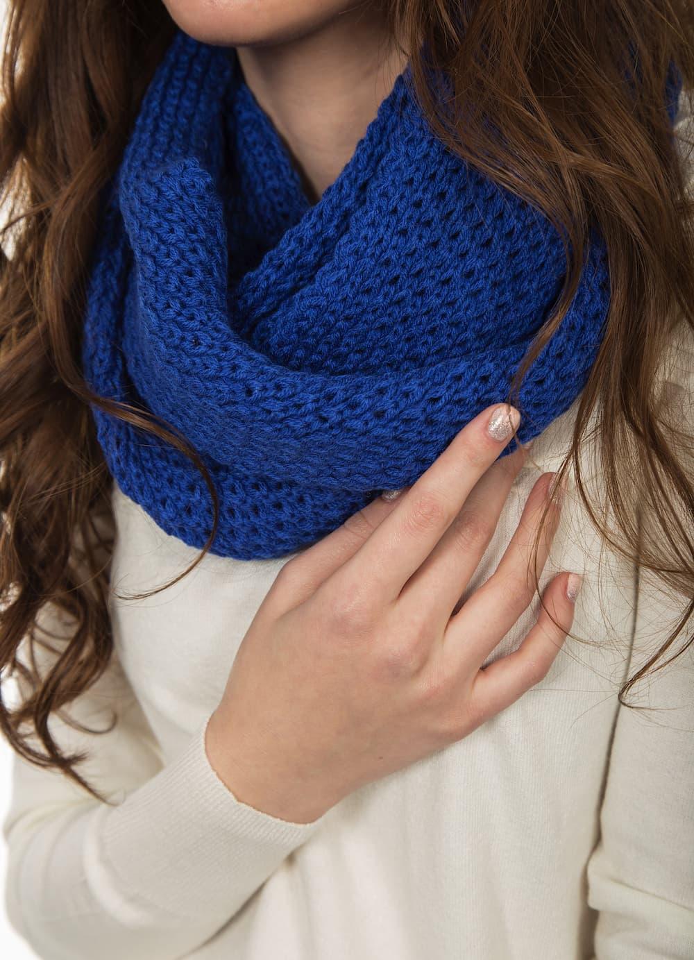 インディゴカラーのスカーフ