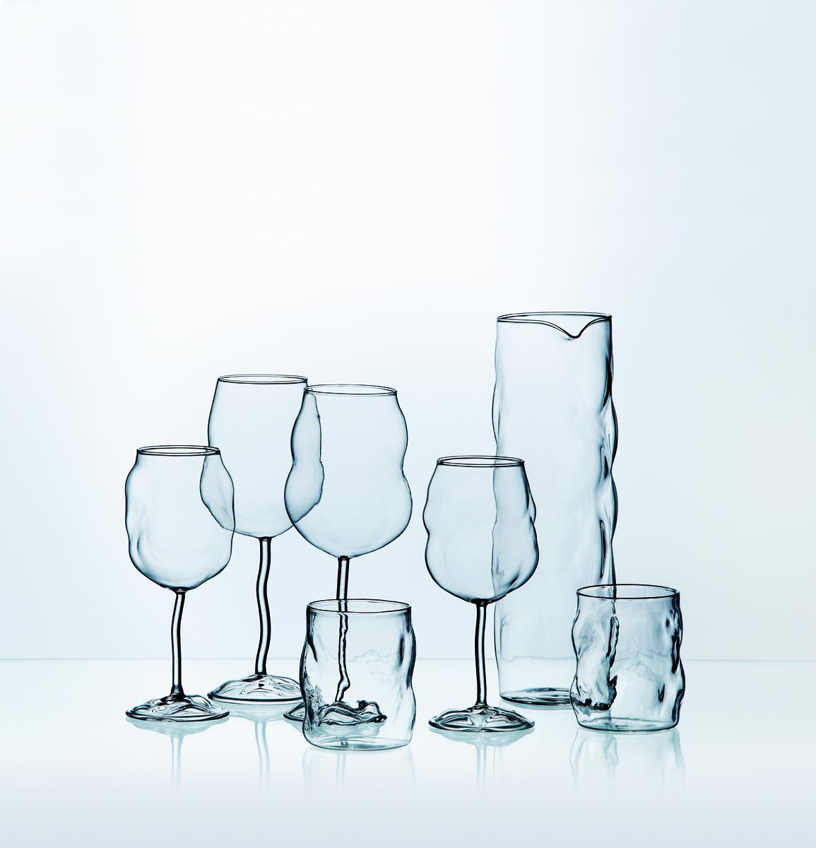 脱力感のあるデザイン。見ているだけで癒やされてしまうグラスで至福のワインタイムはいかが?