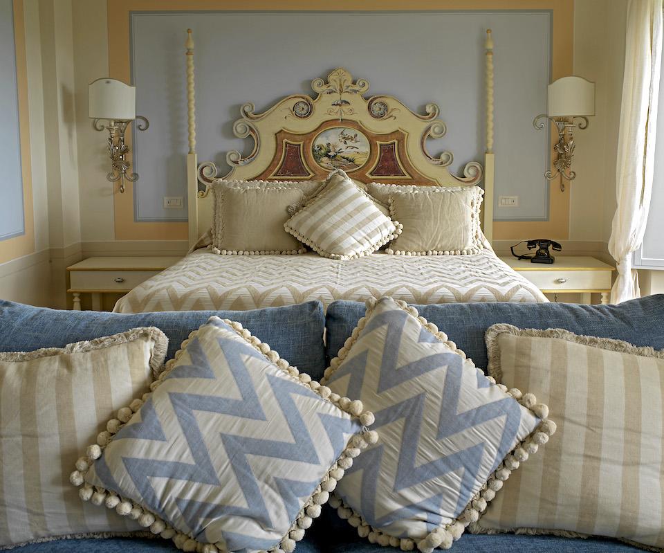 ナチュラルで上品な色が調和したベッドルーム。顧客の依頼に沿ったオーダーメイドにも対応しています。