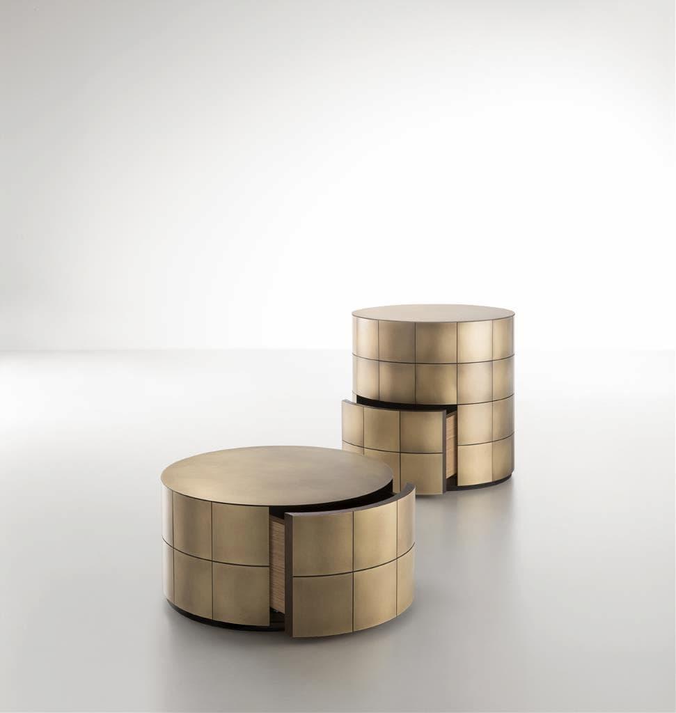 (左から)パンドラ27 真鍮燻しバイブレーション G3 630,000円 パンドラ52 真鍮燻しバイブレーション G3 1,190,000円/以上すべてDe Castelli(デカステッリ)