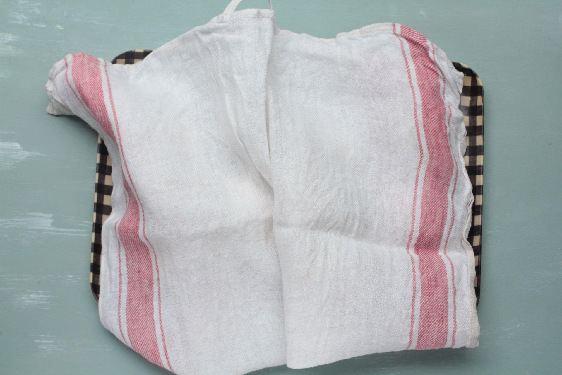濡れ布巾に覆った練り粉