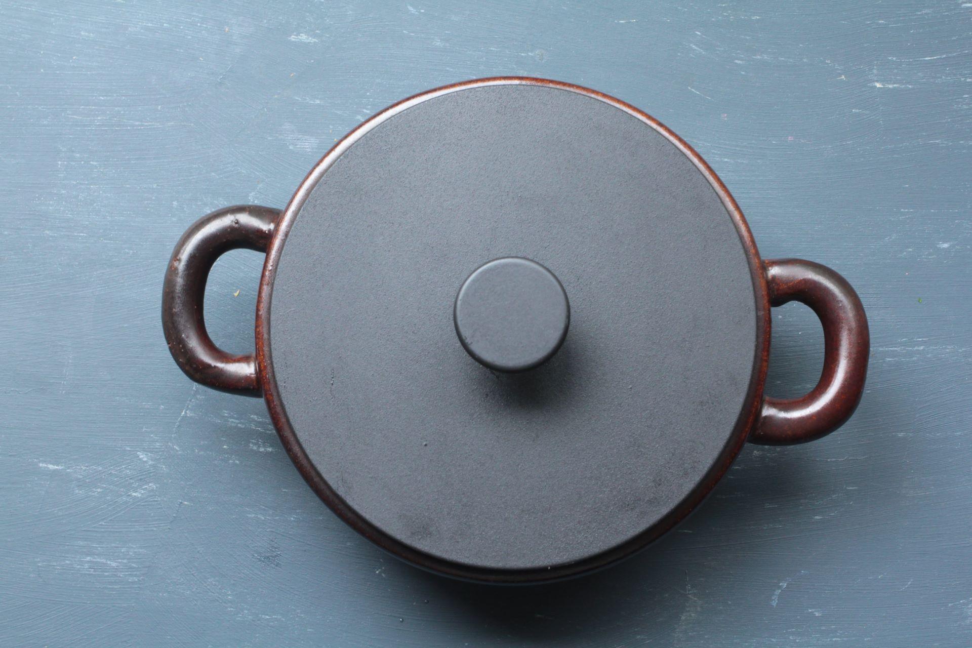 カーバーを覆った鍋