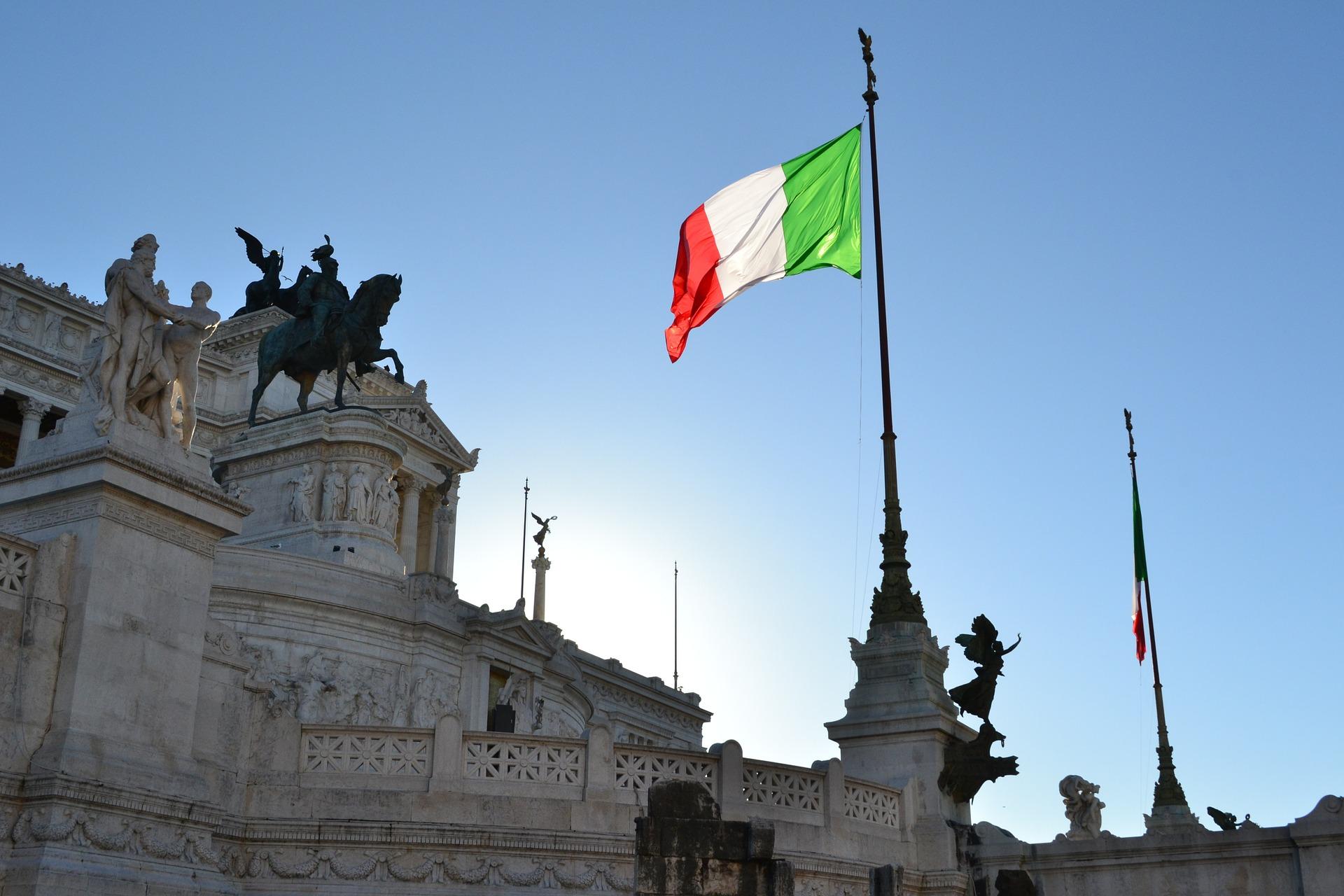 イタリア国旗とローマ