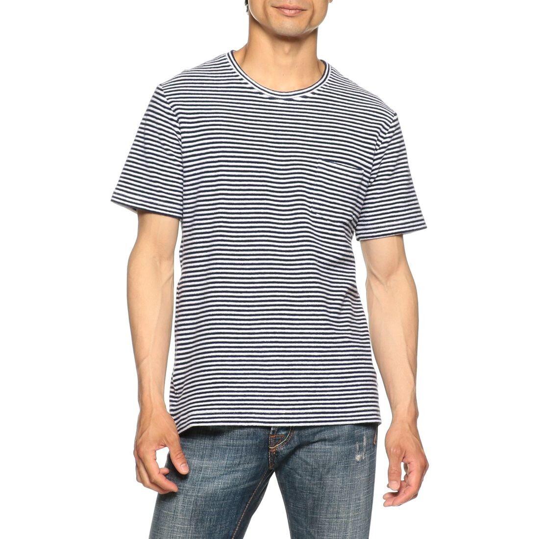 ネービーストライプのTシャツ