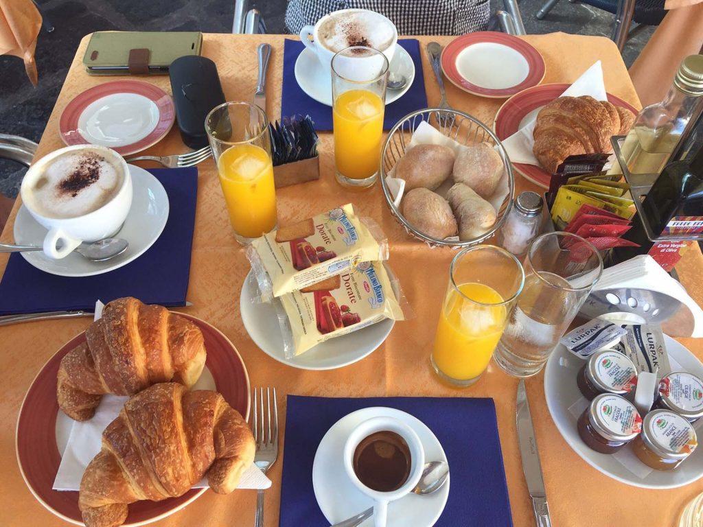 Fauno Barの朝食