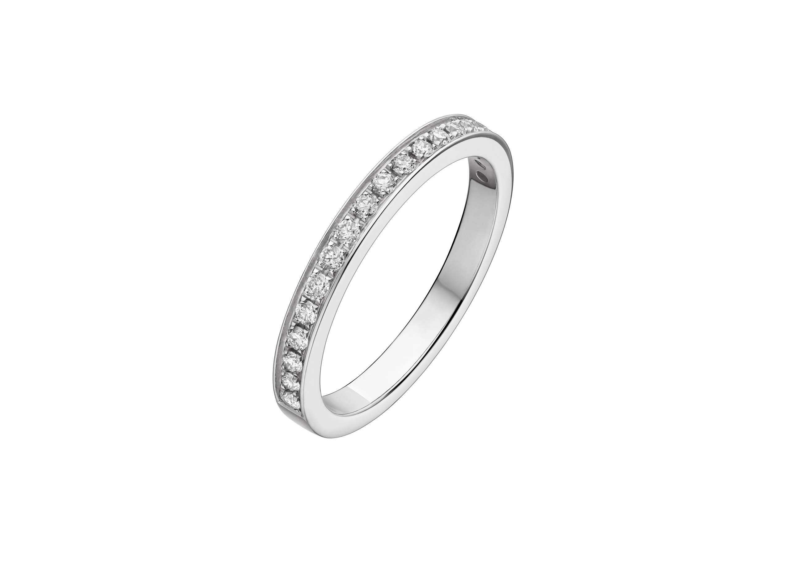 ダイアモンドをはめ込んだ指輪