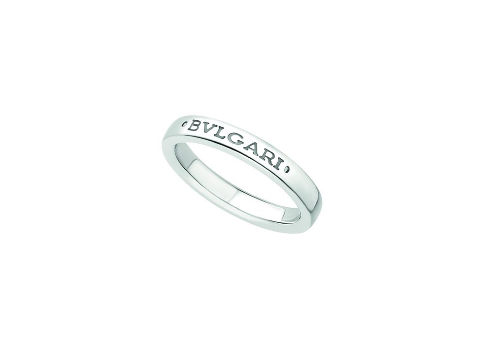 ブルガリの名前が書いてある指輪