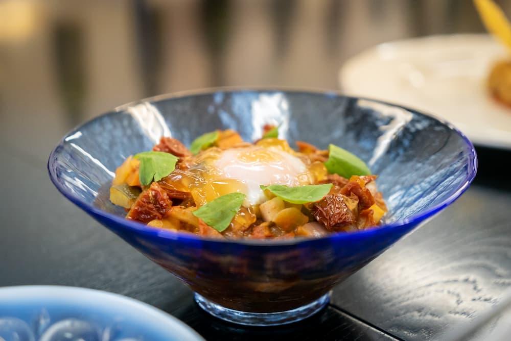 Tanto Tantoの飯岡憲二シェフが披露したのは、シチリアの代表料理チャンボッタ。