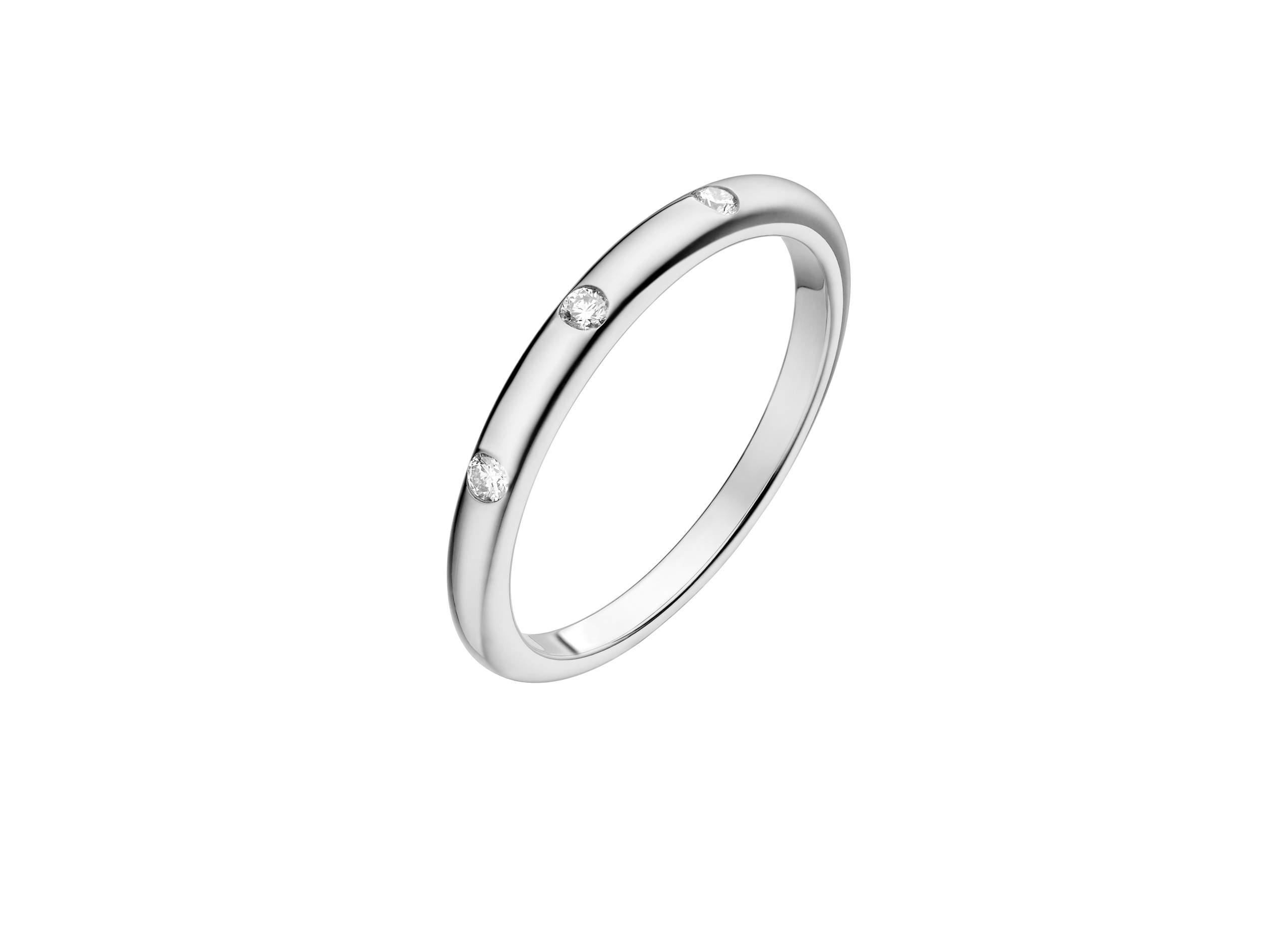 ダイアモンドを3石をはめ込んだ指輪