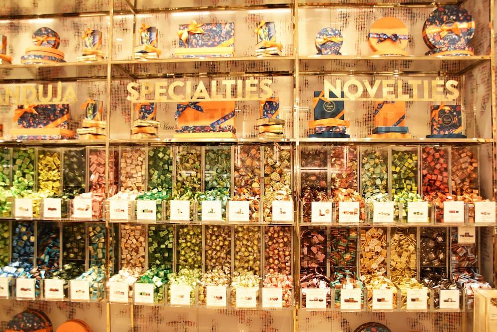 量り売りスタイルの38種類のチョコレート「PICK&MIX」