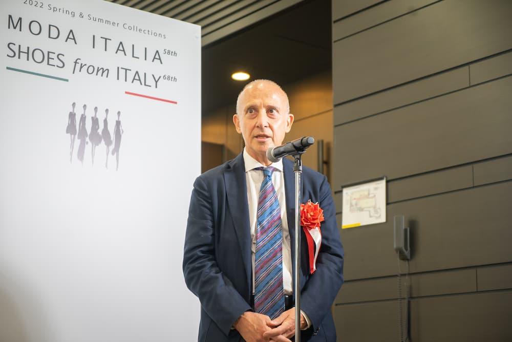スピーチを行うジョルジョ・スタラーチェ大使