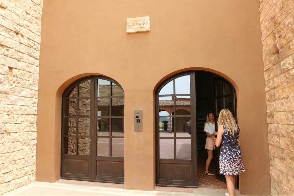 モンテロソラ・ワイナリーの入り口