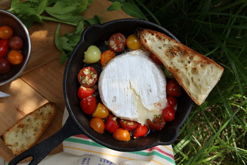 カマンベールチーズのプチトマトソース