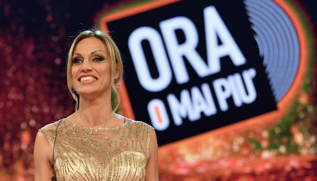 TV番組『Ora o mai più』に出場し、歌手としての再起にも挑戦