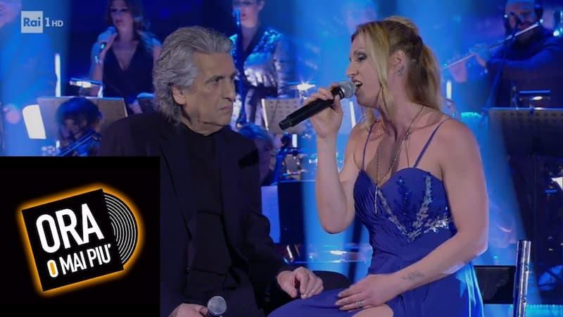 TV番組『Ora o mai più』に出場中のアンナリーザを指導するトト・クトゥーニョ