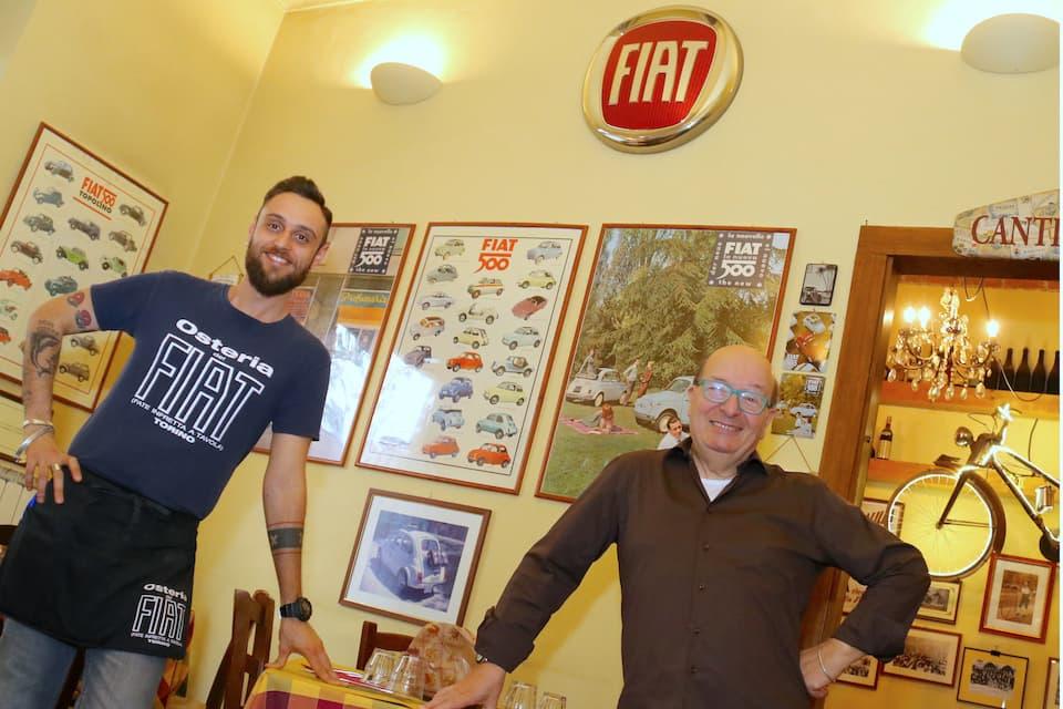 元フィアットの工場従業員だったオーナーのカルロ・ブリージさん(右)とスタッフ。フィアットをこよなく愛するトリネーゼ(トリノ人)です。